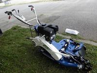 新型の草刈り機です