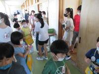 6年生の教室を見ています