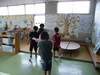 5年生が、学校の中の工夫について調べています