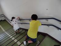 階段の手すりもきれいにします